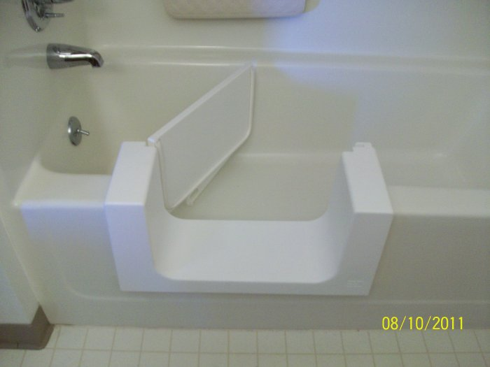 Walk Out Handicap Accessible Bathtubs in Spencer Iowa | Hard Tops of Iowa